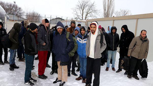 """Греция """"заморозила"""" мигрантов"""
