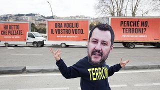 Tre manifesti per Salvini: a Napoli manifestazione contro il leader della Lega