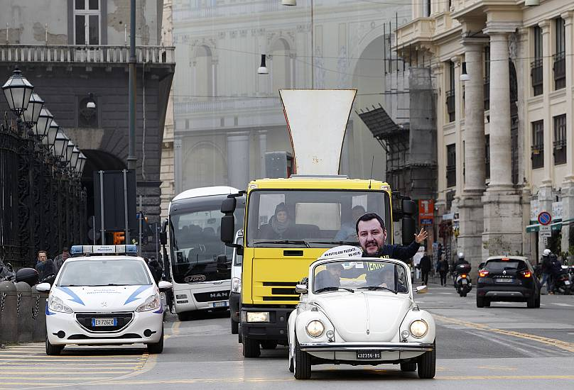 Salvini sfida Berlusconi: Lega prenderà più voti di Forza Italia
