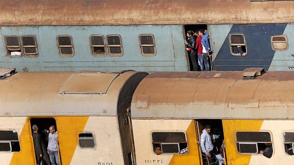 Súlyos vonatbaleset Egyiptomban, sok halott