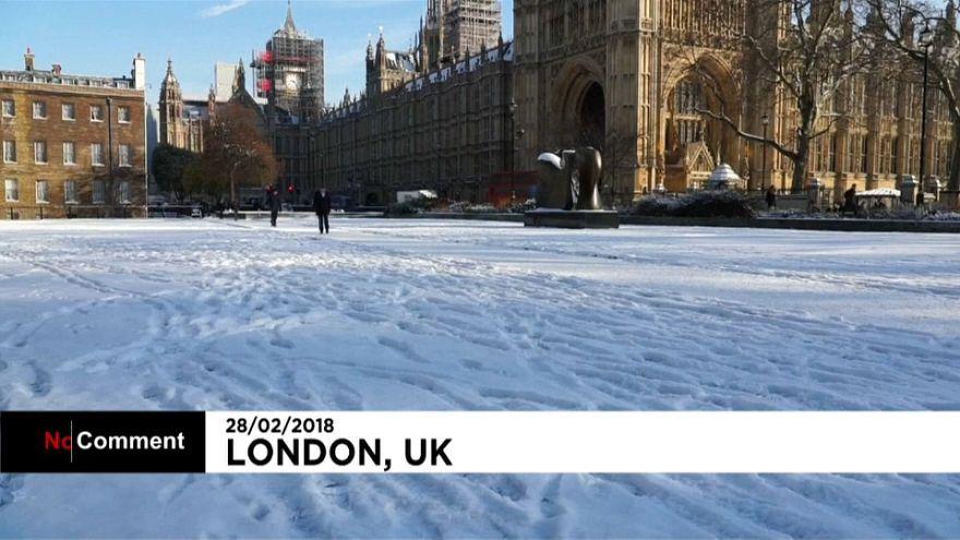 """La """"bestia del Este"""" cubre de blanco Londres"""