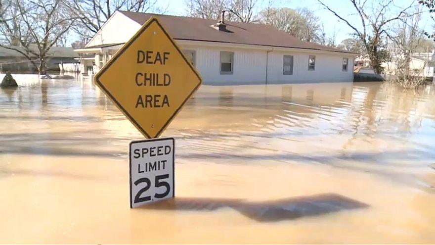 США: наводнения и торнадо