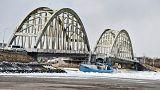 Danimarka: Balıkçı teknesi buz tutan nehirde sıkıştı
