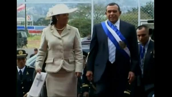 Detenida por corrupción la esposa de un expresidente de Honduras