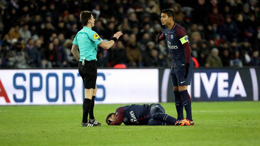 Ufficiale: Neymar si opera