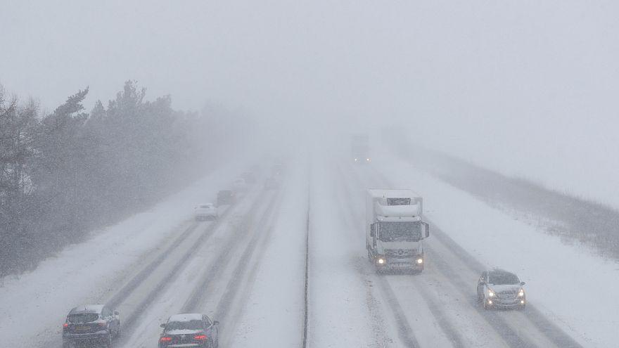 Kuzey Avrupa'da yoğun kar yağışından dolayı alarm verildi
