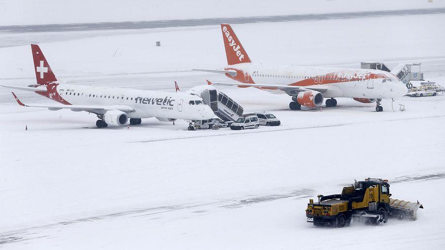 Genfer Flughafen wegen heftiger Schneefälle geschlossen