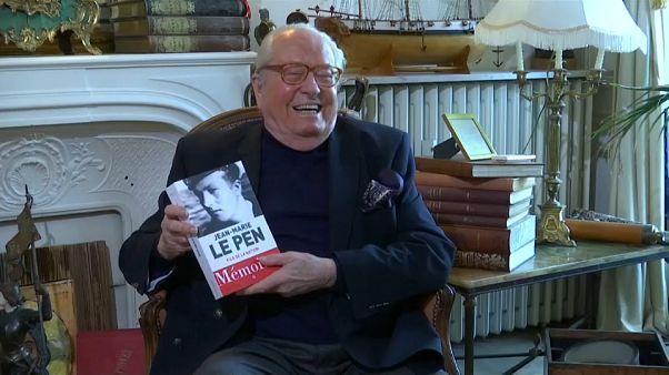Le Pen sort ses Mémoires et tâcle sa fille au passage