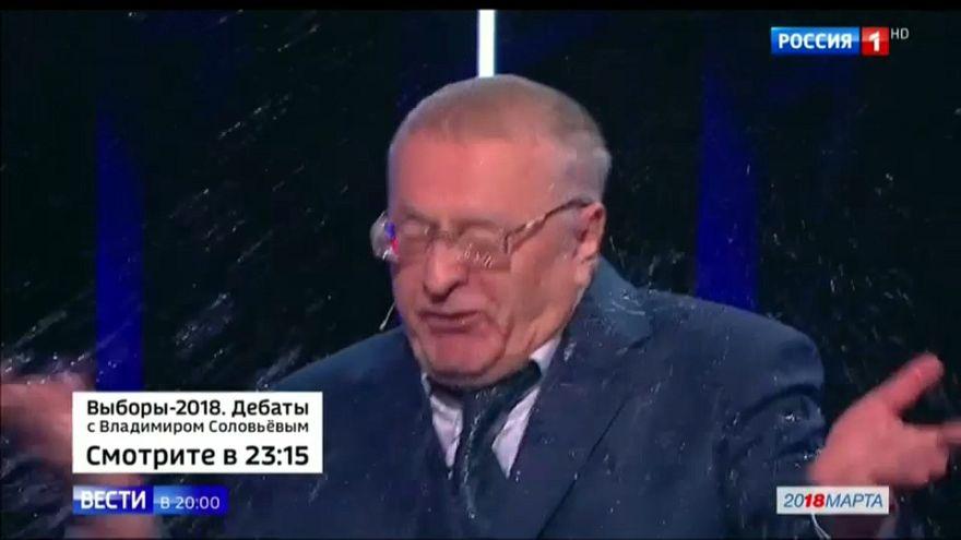 مرشحة رئاسية في روسيا تلقي كوبا من الماء على مرشح وصفها بالساقطة والمجنونة