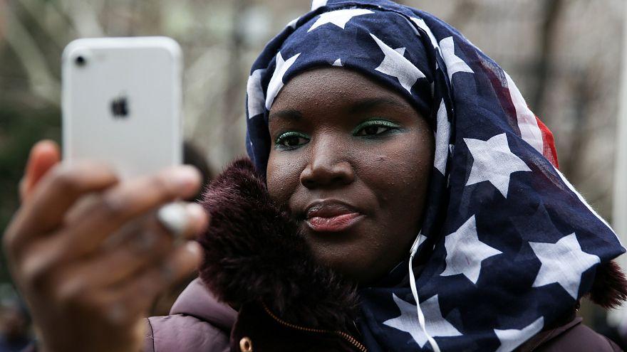 New York polisi başörtüsü zorla çıkarılan 3 kadına tazminat ödeyecek