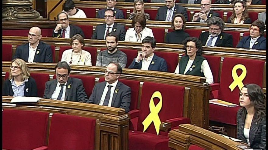 """El parlamento de Cataluña reconoce la """"legitimidad"""" de Puigdemont"""
