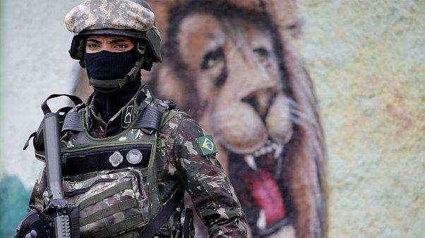Cariocas contra intervenção militar no Rio de Janeiro