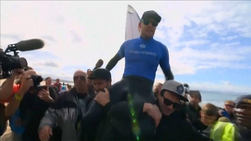 Tricampeão de surf Mick Fanning anuncia retirada