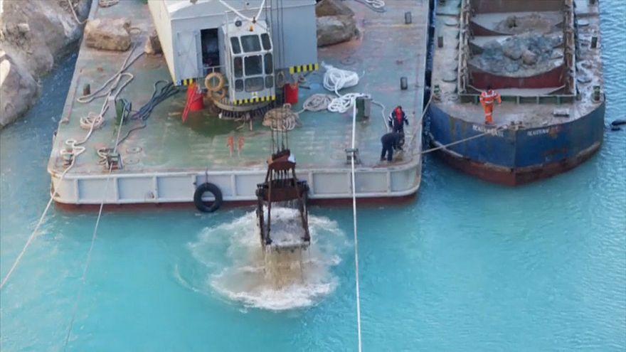 Korint Kanalı'nda temizleme çalışmaları