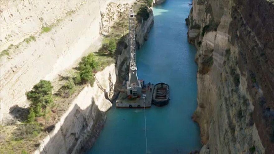 Beomlott a Korinthoszi-csatorna