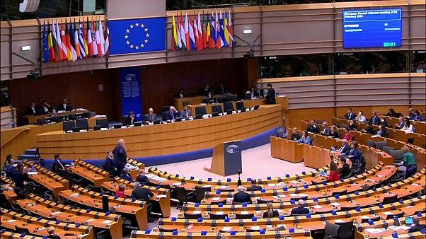 UE reforça pressão a Varsóvia