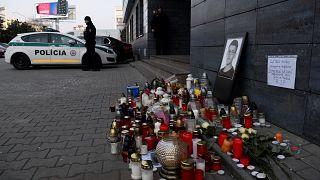 Kerzen vor der Redaktion, in der Jan Kuciak arbeitete