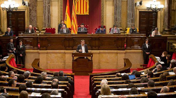 Le parlement catalan fustige Madrid