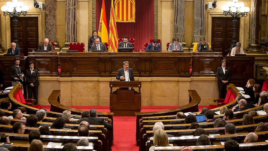 Le parlement catalan fustige Madrid