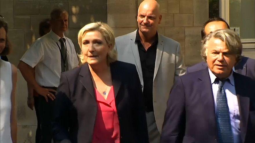 Марин Ле Пен обвиняется в распространении насилия