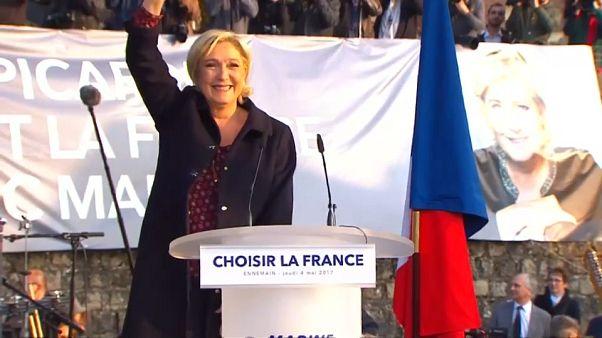 Le Pen imputada por publicar fotos del grupo Estado Islámico en Twitter