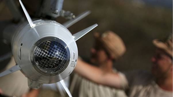 Fixing missiles to a Russian jet