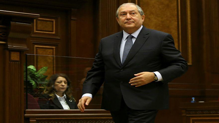 برلمان أرمينيا ينتخب رئيس الوزراء السابق سركسيان رئيسا للبلاد