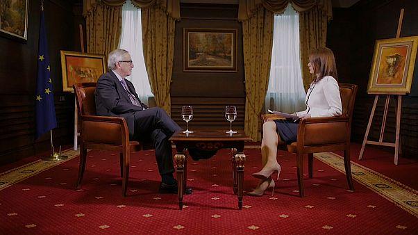 Jean-Claude Juncker entrevistado por Efi Koutsokosta em Sófia, na Bulgária