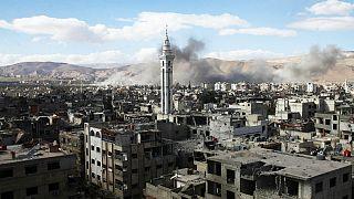 Ofensiva síria contra rebeldes prossegue na cidade às portas de Damasco