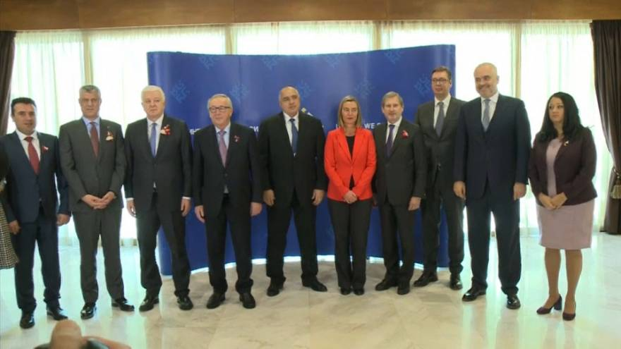 Family photo of Balkans leaders and European Commission President