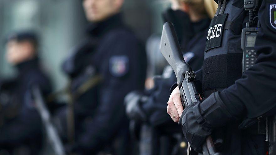 اعتقال شخص واغلاق منطقة بوسط العاصمة السويسرية بسبب تهديد بوجود قنبلة