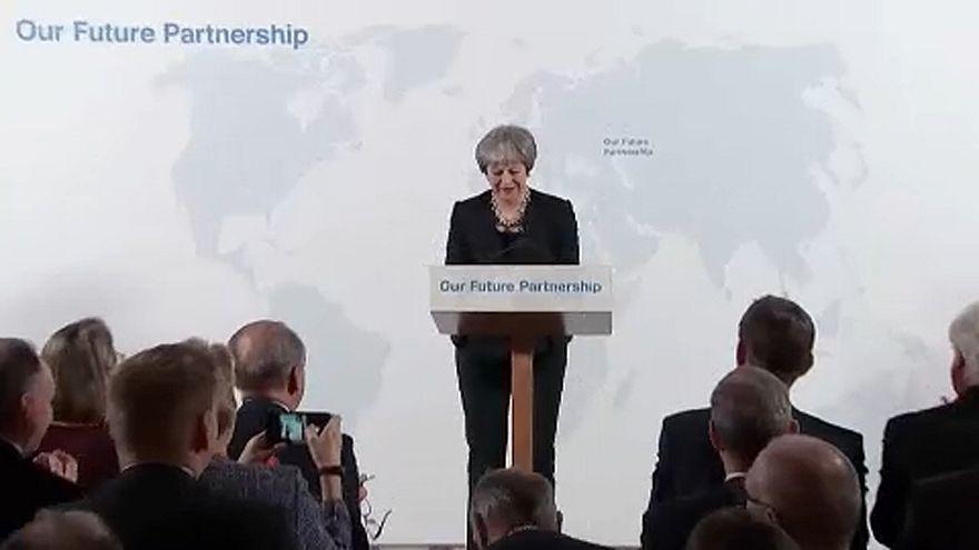 Theresa May: A labda az Európai Uniónál van