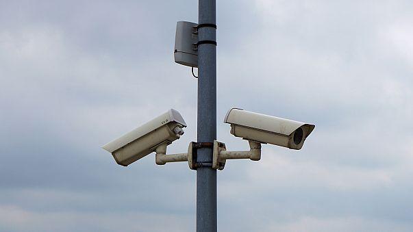 """إسرائيل تنصب برج مراقبة جديد في """"باب العامود"""" في القدس"""