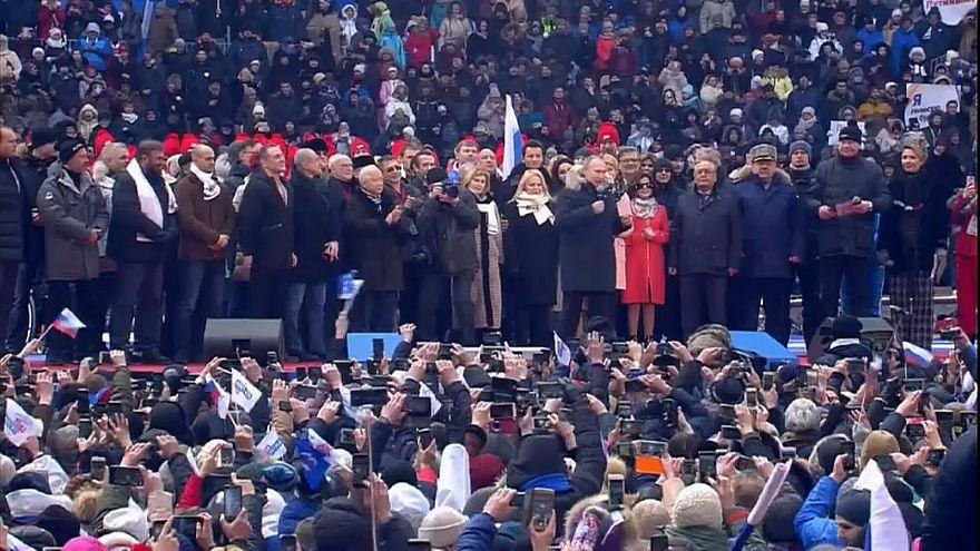 Putin se da un baño de multitudes a semanas de las presidenciales