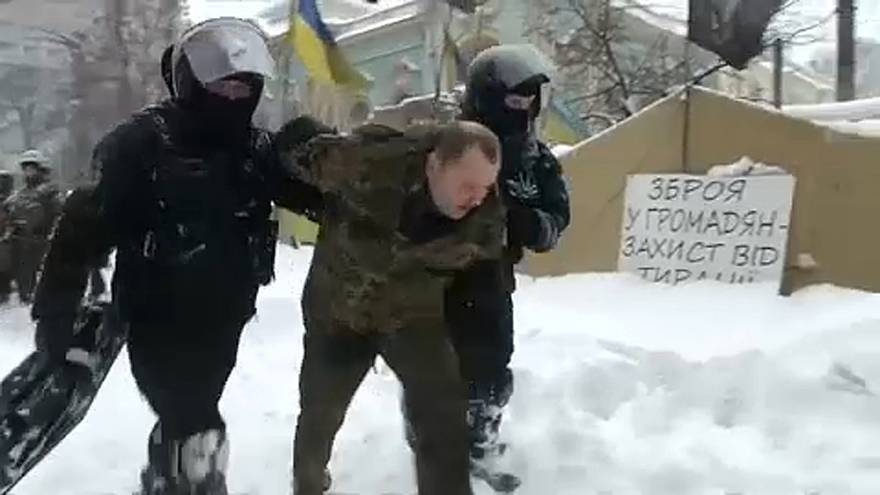 Összecsapás a rendőrök és a tüntetők között Kijevben