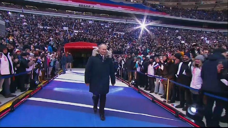 100.000 bei Wladimir Putins Wahlkampf im Moskauer Fußballstadion