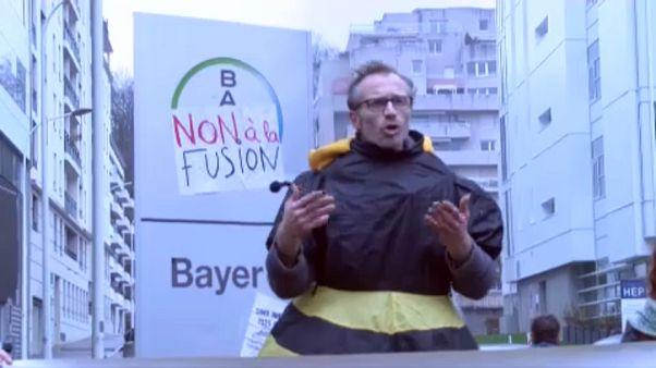 Tüntetés a Bayer-Monsanto fúzió ellen