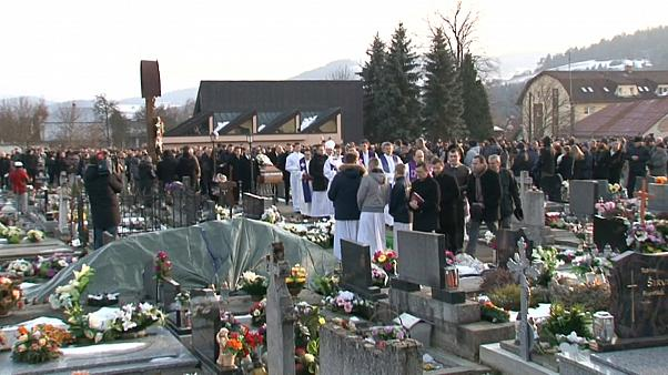 Cientos de personas dan su último adiós al periodista Jan Kuciak