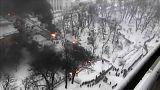 La policía ucraniana desaloja un campamento de protesta situado frente al Parlamento