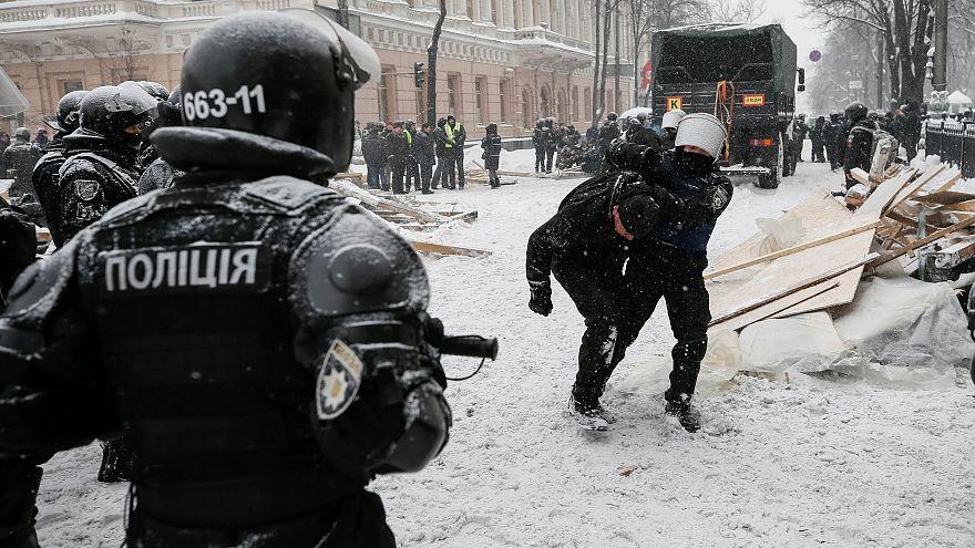 Tensão em Kiev faz 10 feridos em protestos