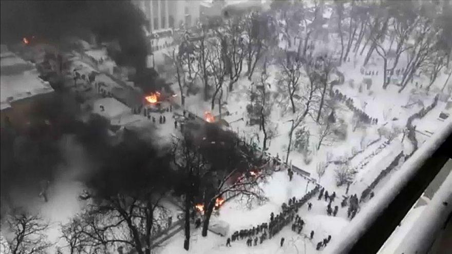 Kiew: Polizei geht gegen Demonstranten vor