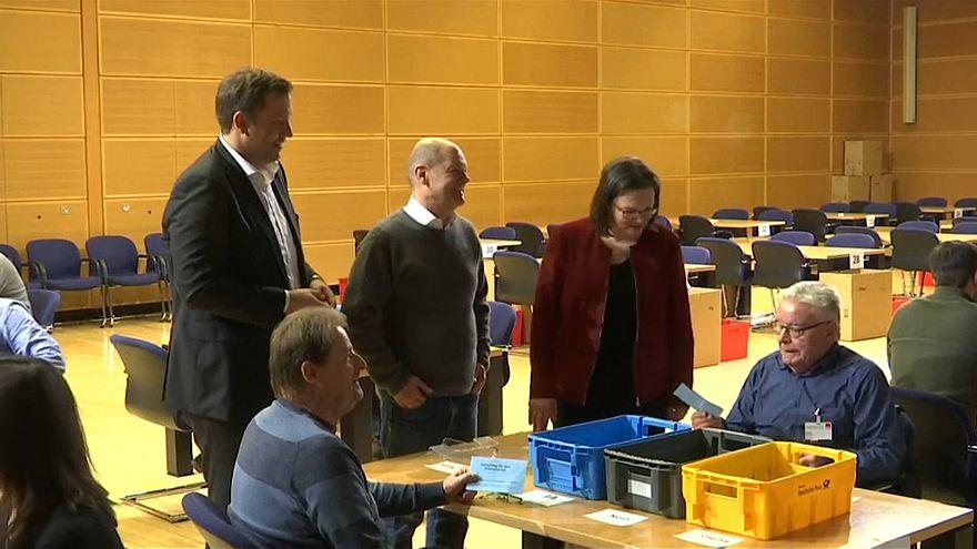 Almanya: Sosyal Demokrat Parti (SPD) üyeleri Merkel'le koalisyona onay verdi