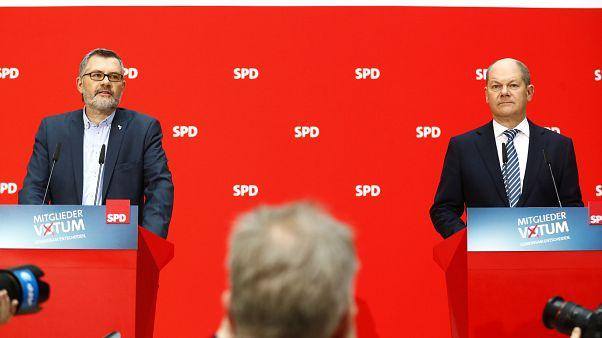 Militantes do SPD aprovam coligação com conservadores de Merkel