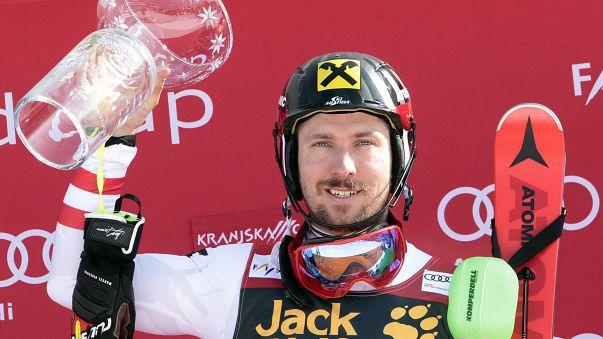 """Sci alpino: settima sfera di cristallo per il """"leone delle nevi"""" Marcel Hirscher"""