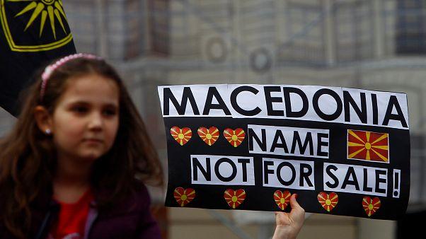 """Skopje: tutti in piazza al grido di """"siamo macedoni"""""""