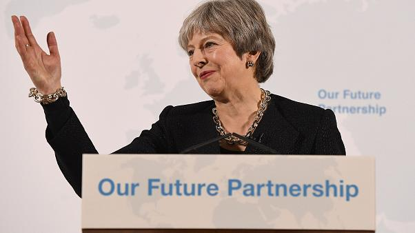 "Brexit, l'Unione Europea a Theresa May: ""Datti una mossa"""