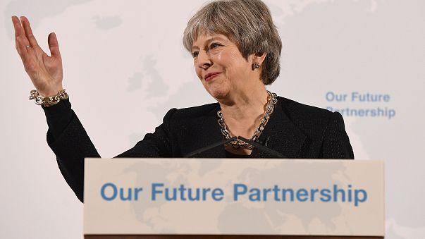 """Brexit, l'Unione Europea a Theresa May: """"Datti una mossa"""""""
