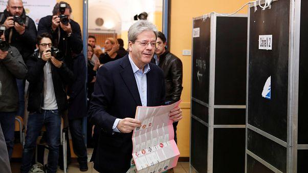 İtalya'daki sandık çıkış anketleri koalisyona işaret ediyor