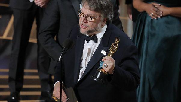 Guillermo del Toro recoge el Óscar a la mejor película