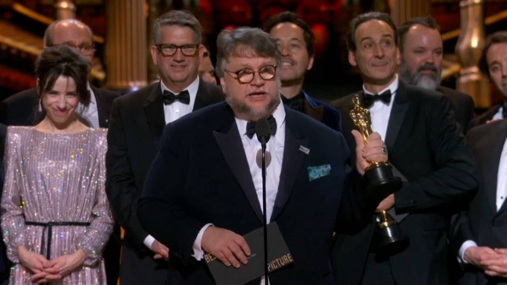 Guillermo del Toro gladly accepts his best director award